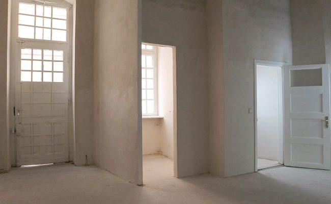 Hinterraum mit Hoftür, Küche, WC