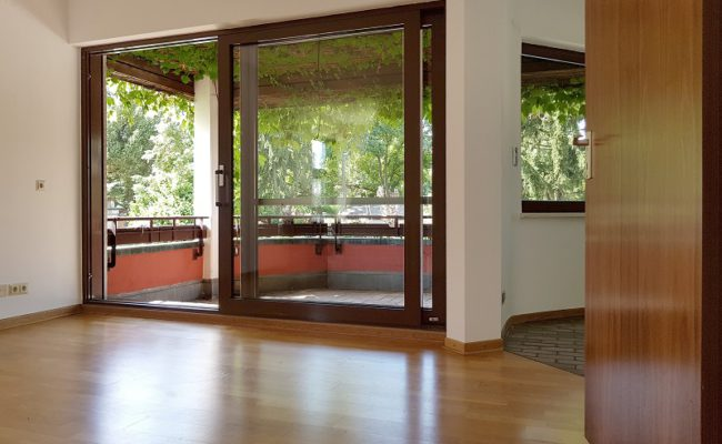 Zimmer mit Balkon klein